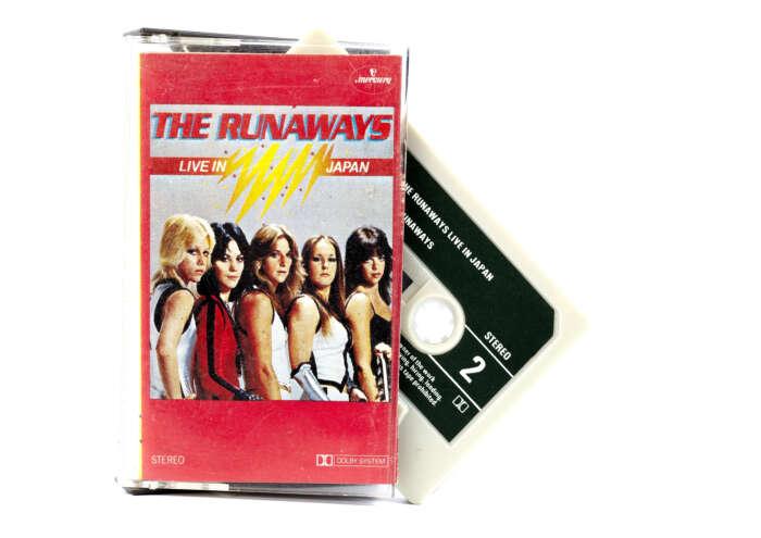 68 A0928 The Runaways